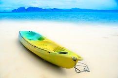 Kajak op het strand Royalty-vrije Stock Foto's