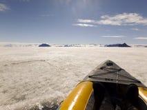 Kajak op snel ijs, Gustaf Sound, Antarctica Royalty-vrije Stock Foto's