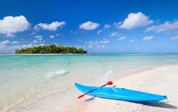 Kajak på en strand royaltyfria foton