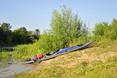 Kajak på flodbanken Royaltyfri Bild