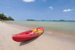 Kajak på stranden Arkivfoton