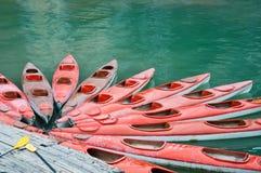 Kajak rossi sul mare, baia del halong Fotografia Stock Libera da Diritti