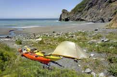 Kajak som campar i den Siskiyou vildmarken, norr Kalifornien Royaltyfria Bilder