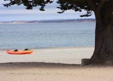 Kajak su una spiaggia Fotografie Stock