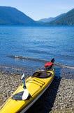 Kajak sul lago del ghiacciaio Fotografie Stock Libere da Diritti