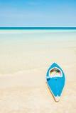 Kajak am tropischen Strand Lizenzfreie Stockfotografie