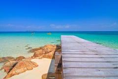 Kajak und schönes Meer lizenzfreies stockfoto
