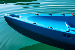 Kajak variopinto sul lago Fotografia Stock Libera da Diritti