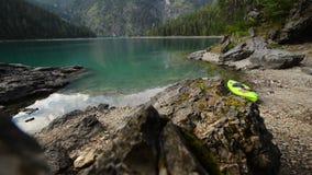 Kajak wycieczka turysyczna na Blindsee w Austriackich Alps zbiory wideo