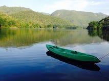 Kajak y lago Fotos de archivo libres de regalías