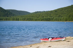 kajaka plażowy jezioro Obraz Royalty Free