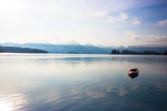 Kajakboot auf dem See Stockfotografie