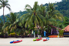 Kajakboot auf dem Strand Lizenzfreie Stockfotos