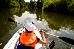 Kajaken turnerar och floden Royaltyfri Foto