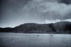 Kajaker i den ryska floden Royaltyfria Bilder