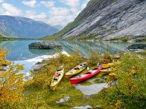 Kajaker på glaciärsjön, höst Fotografering för Bildbyråer