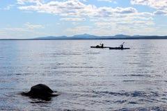 Kajaker på laken Arkivfoton