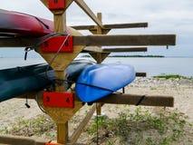 Kajaker på strand Royaltyfri Bild