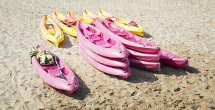Kajaker på stranden Arkivbilder