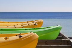 Kajaker som är klara för sommar Royaltyfri Foto