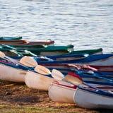 Kajaki na brzeg rzeki Obrazy Royalty Free