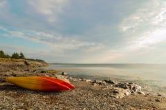 Kajaki na oceanu brzeg Fotografia Stock