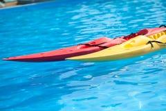 Kajaki w wody zakończeniu up Obraz Royalty Free