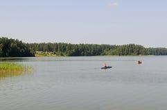Kajaks auf einem See Lizenzfreie Stockfotografie