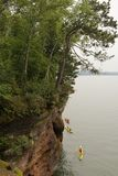 Kajaks auf Lake Superior lizenzfreie stockbilder