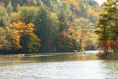 Kajaks en el lago de la montaña Imágenes de archivo libres de regalías