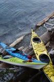Kajaks en la orilla Fotografía de archivo libre de regalías