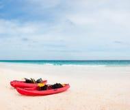 Kajaks en la playa Fotos de archivo libres de regalías