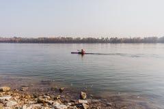 Kajaks op de Donau in Boedapest, Hongarije stock afbeelding