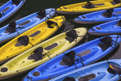 Kajaks para el alquiler en el río Fotografía de archivo