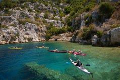 Kajaks in transparant water van Middellandse Zee Royalty-vrije Stock Foto
