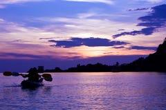kajaksolnedgång thailand Arkivfoto