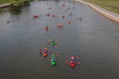 Kajaktur på floden royaltyfri foto