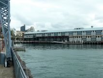 Kajväggar för färjor i den Sydney hamnen Fotografering för Bildbyråer
