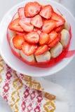 Kaka Charlotte med jordgubbar Royaltyfria Foton