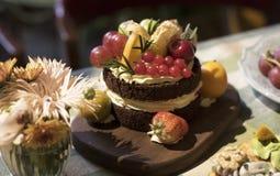 kaka för blomma för orange kräm- choklad för jordgubbe sund arkivbild
