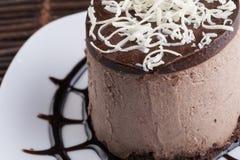 Kaka för chokladmousse fotografering för bildbyråer