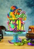 Kaka för droppande för fantasi för Mardi Gras temapå-trend candyland royaltyfri bild