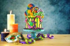Kaka för droppande för fantasi för Mardi Gras temapå-trend candyland arkivbilder