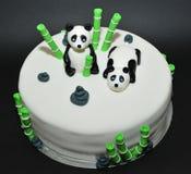 Kaka för födelsedag för fondant för pandabjörnar arkivfoton