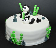 Kaka för födelsedag för fondant för pandabjörnar royaltyfri bild