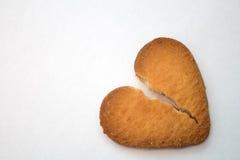 Kaka i form av brutna hjärtor - symbol av förälskelse royaltyfri foto