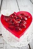 Kaka i formen av hjärta Arkivbild