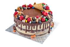 Kaka med bär och sötsaker Fotografering för Bildbyråer