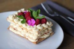 Kaka med blommor Fotografering för Bildbyråer