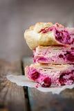 kaka med keso och körsbäret Royaltyfri Foto